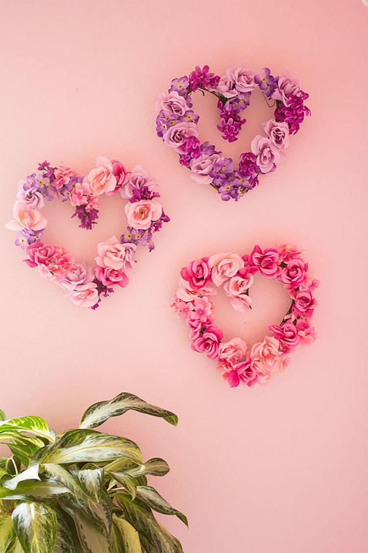 Оформление на 14 февраля панно в виде сердец