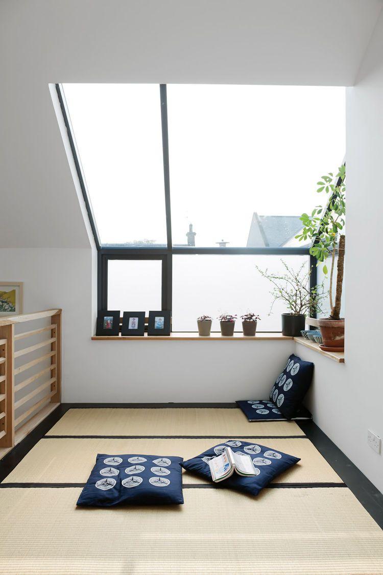 Японский интерьер с декоративными подушками