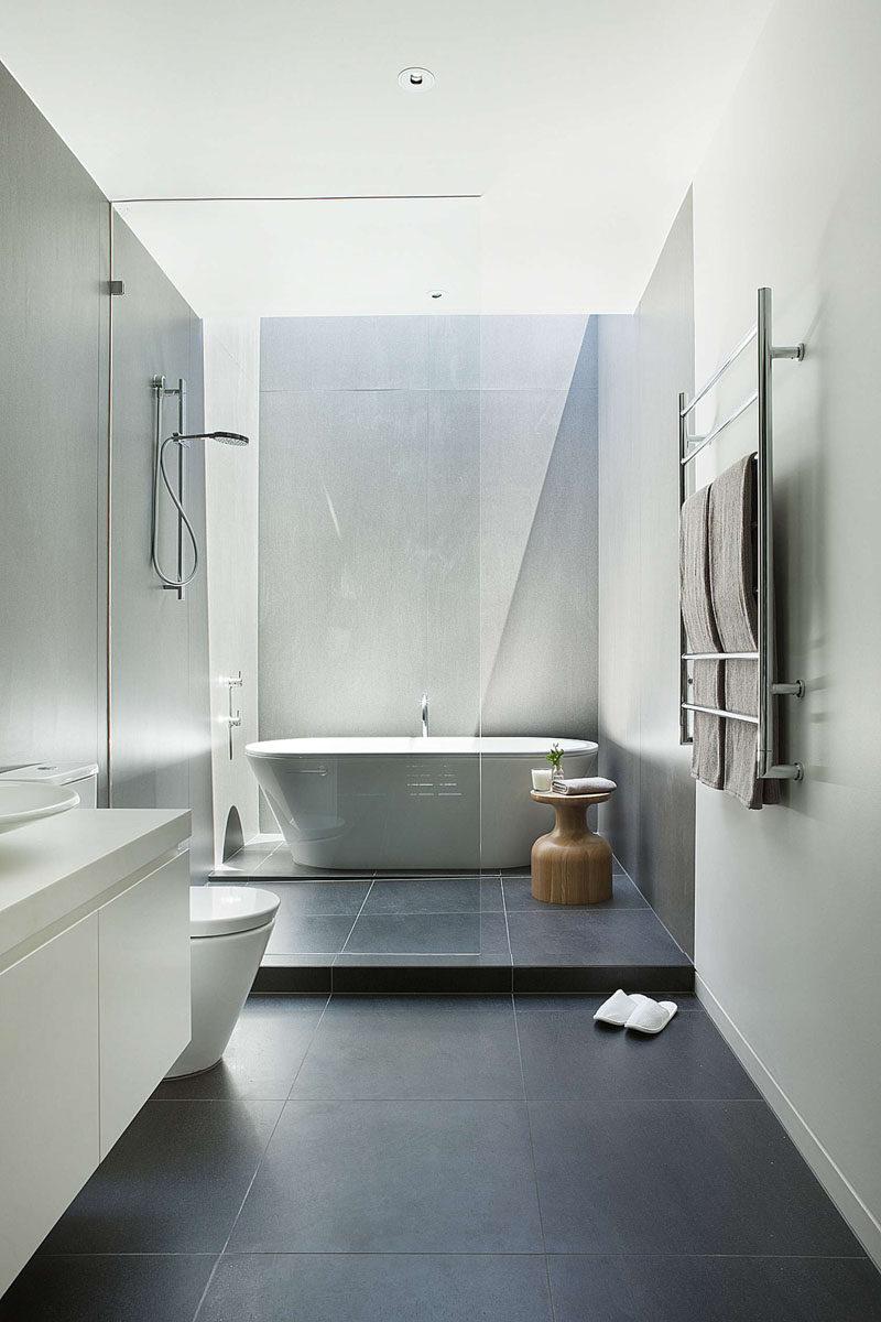 Большая ванная простая