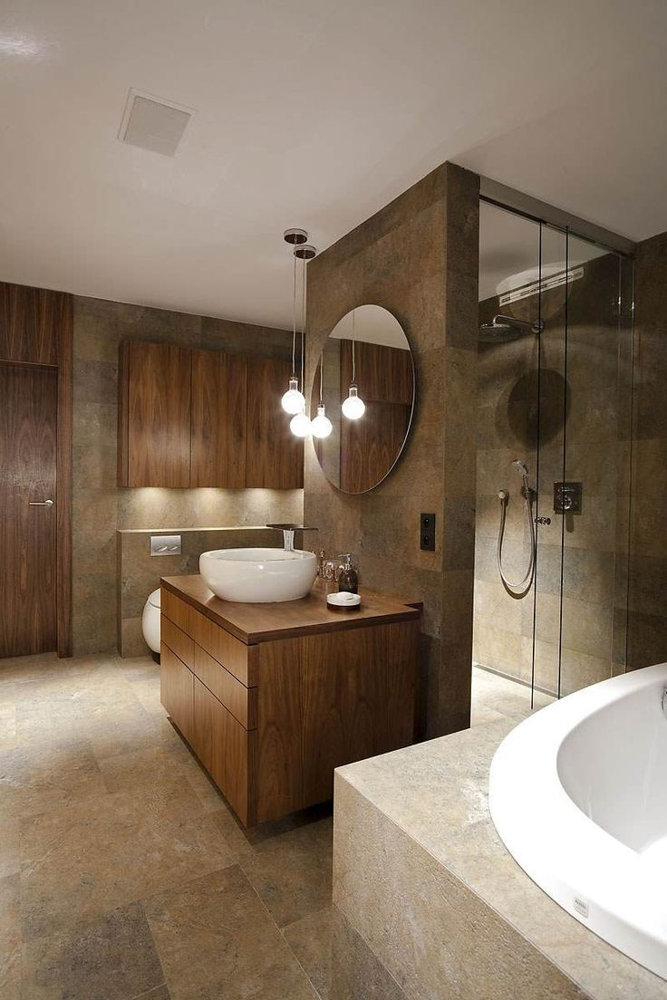 Большая ванная с раковиной