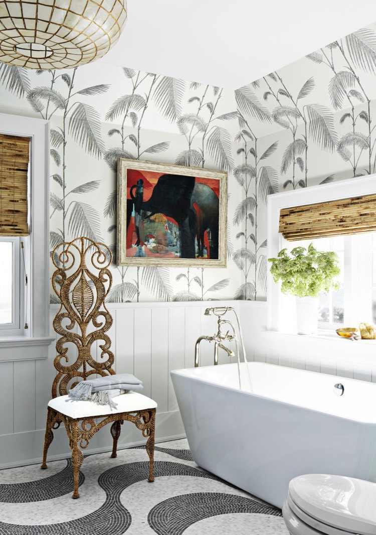 Обои в туалете с растительным принтом