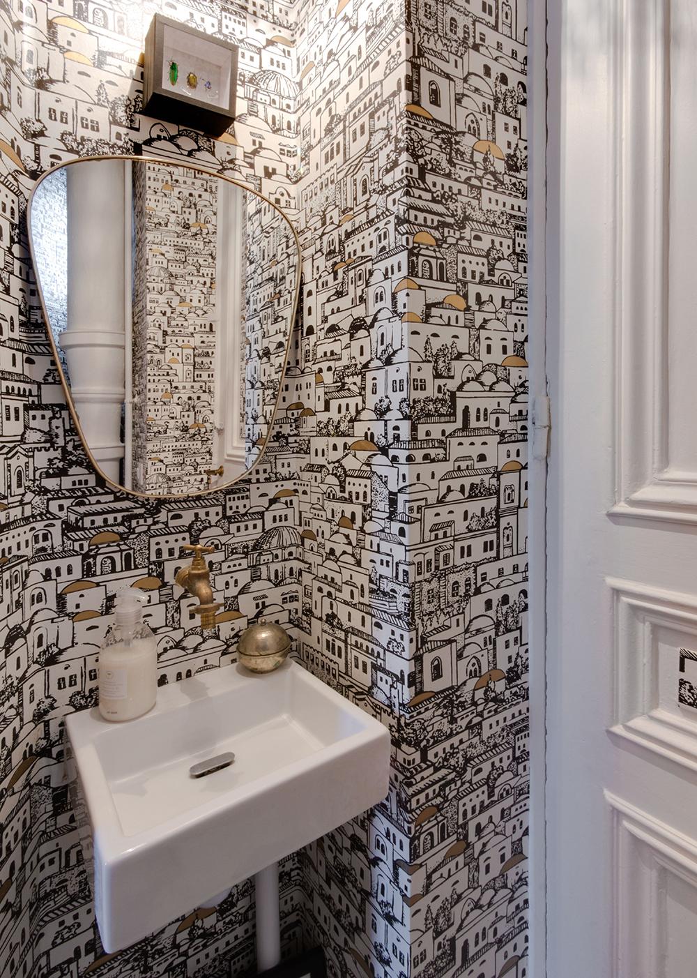 Обои в туалете с рисунком