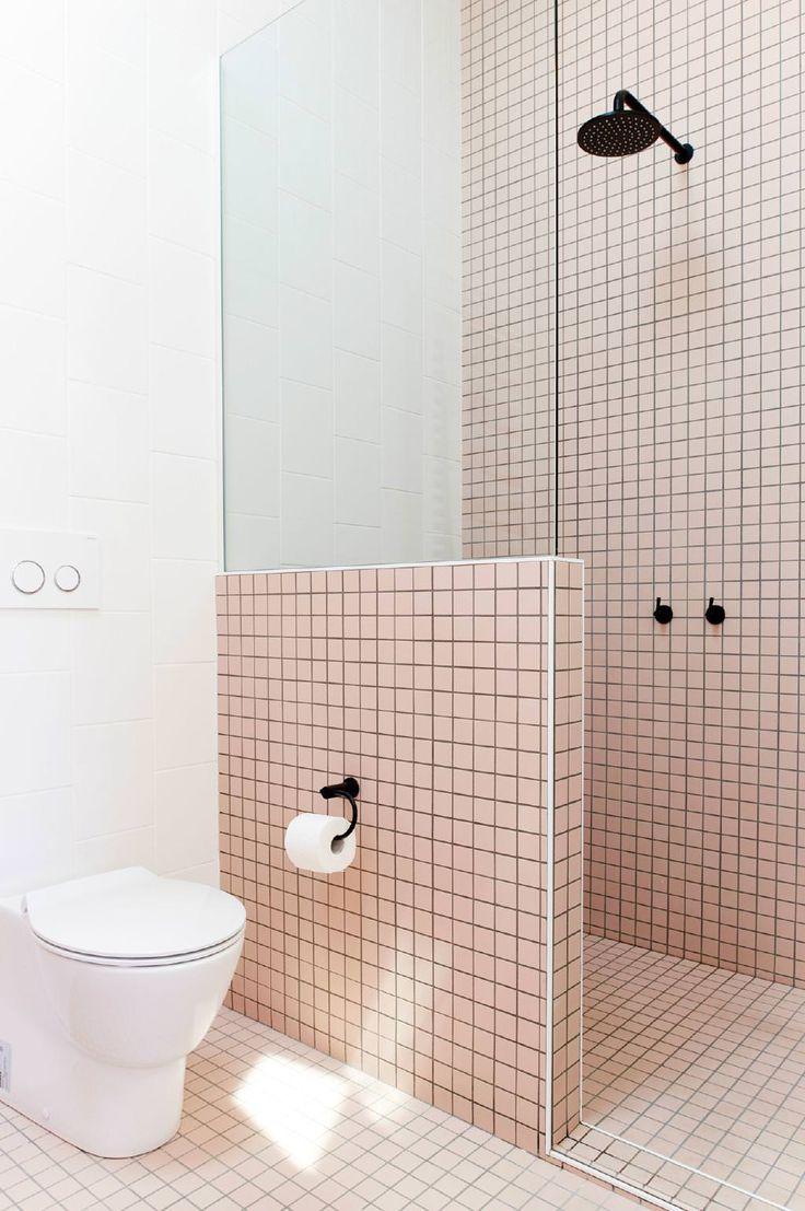Большая ванная розовая