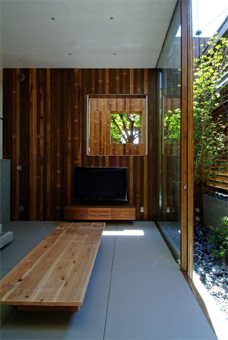 Японский интерьер с деревянной отделкой стен