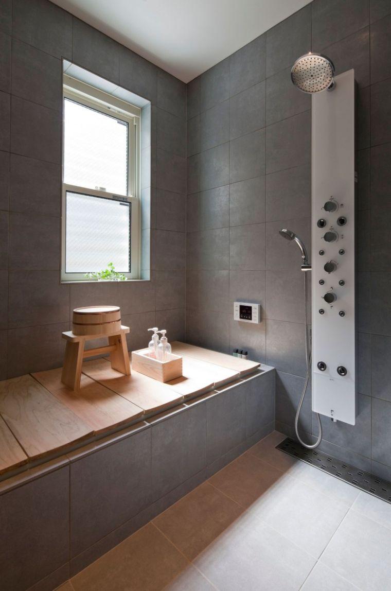 Японский интерьер ванной серый