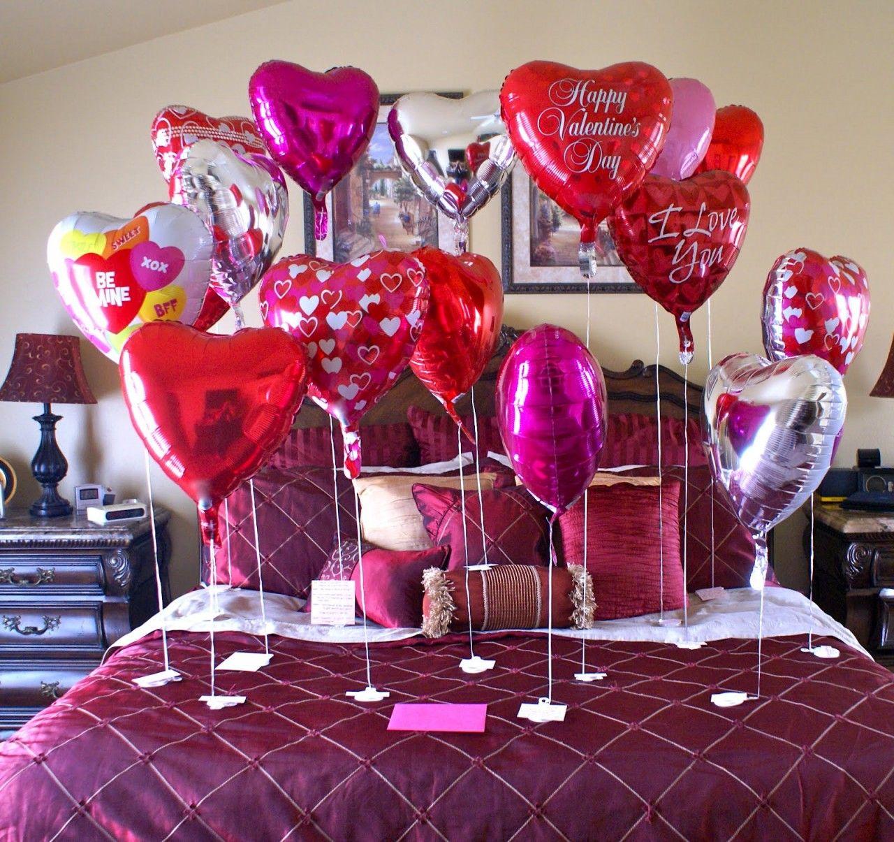 Оформление на 14 февраля шарами в спальне