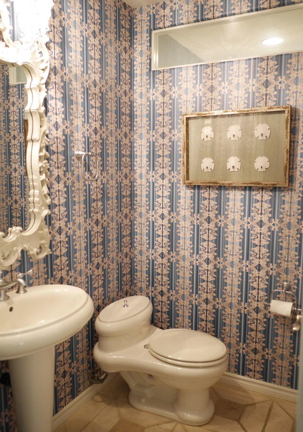 Обои в туалете в стиле шебби шик