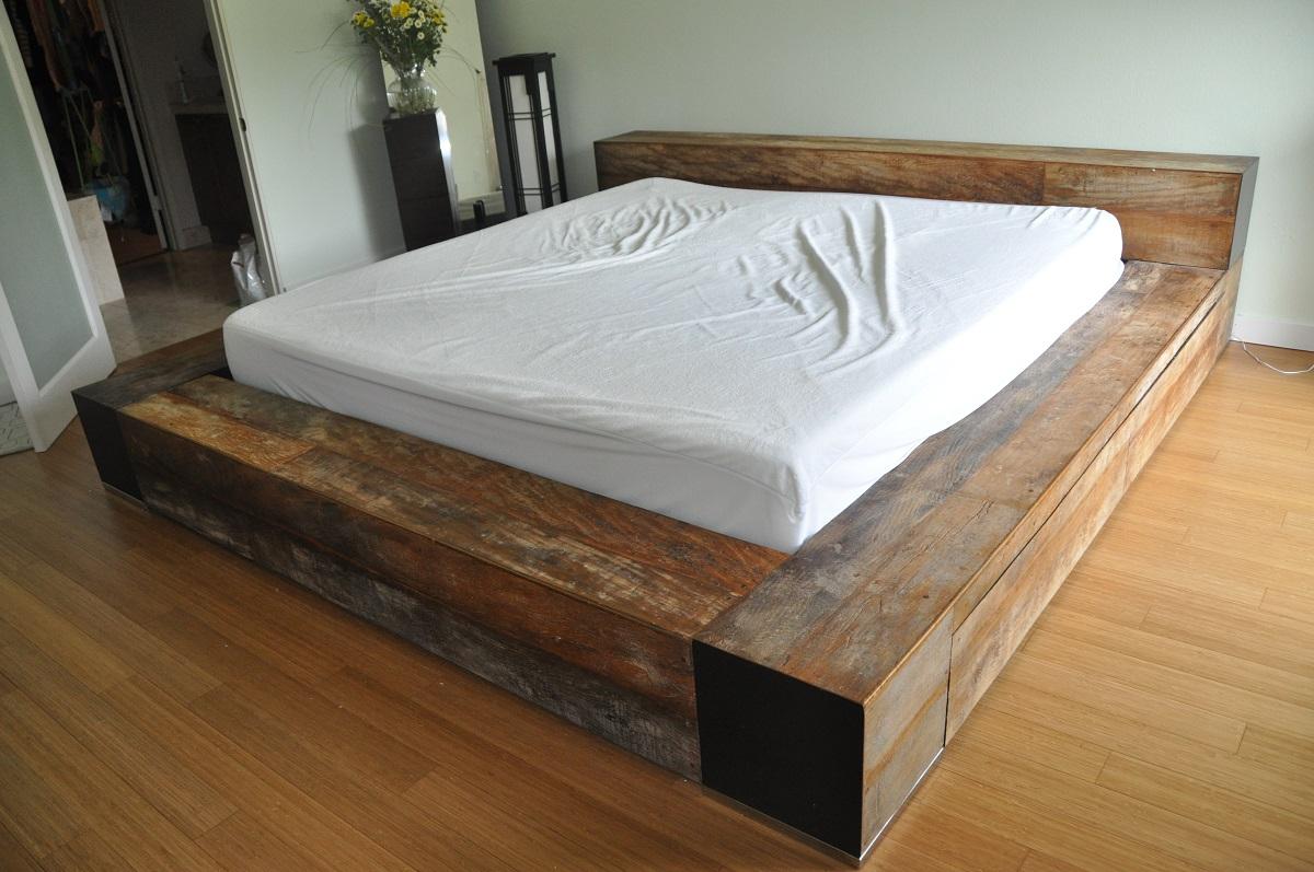 Кровать подиум состаренная
