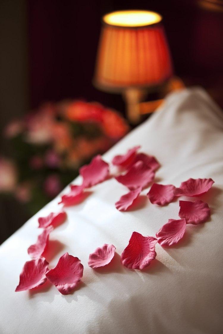 Декор спальни ко дню святого валентина