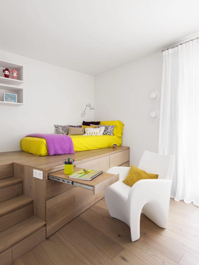 Кровать подиум со столом