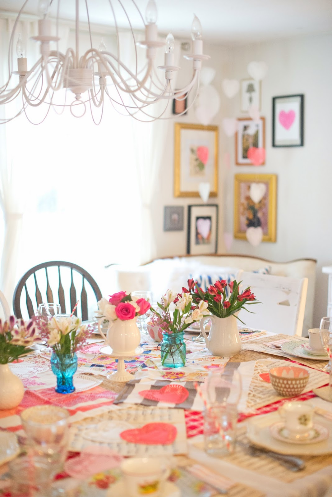 Декор стола цветами на день святого валентина