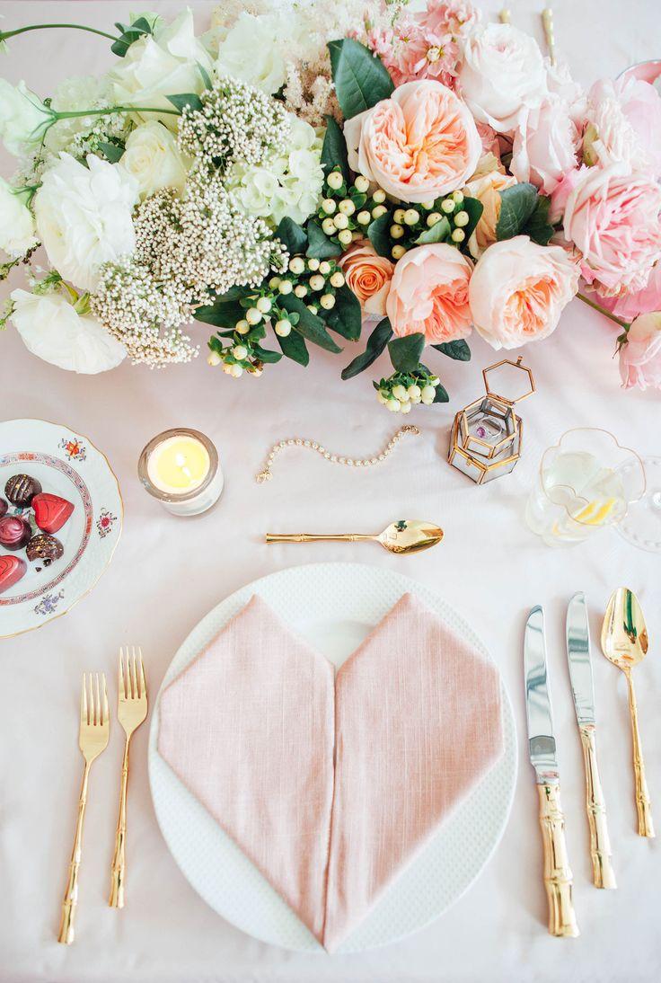 Декор стола на день святого валентина пионы
