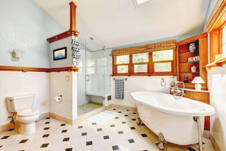 Большая ванная светлая