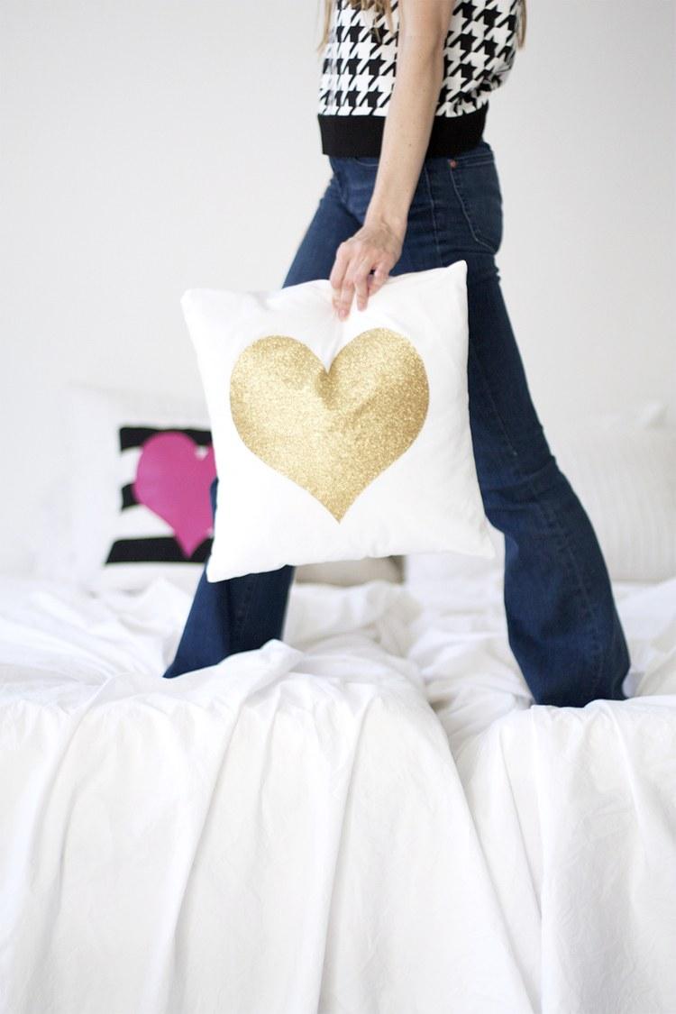 Поделка на 14 февраля текстильная