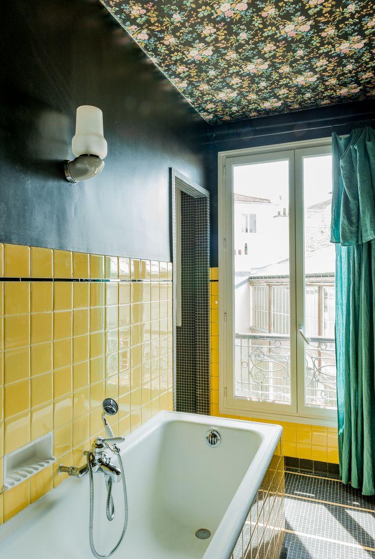Большая ванная желтая