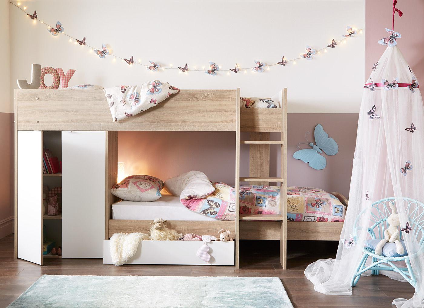 Детская для двоих детей с декоративными бабочками