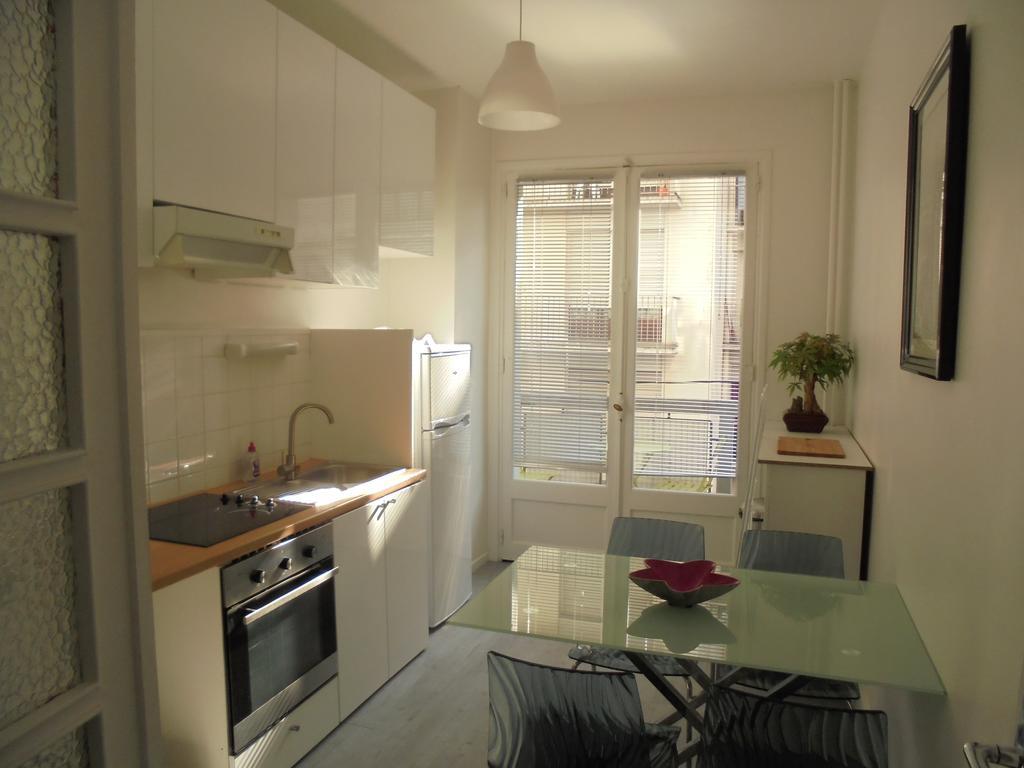 Однокомнатная квартира 40 кв м с белой кухней
