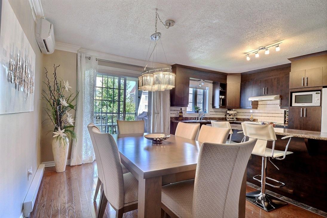 Дизайн кухни гостиной с декором
