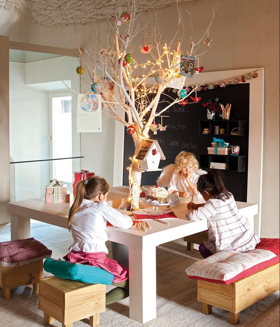 Декор детской деревом