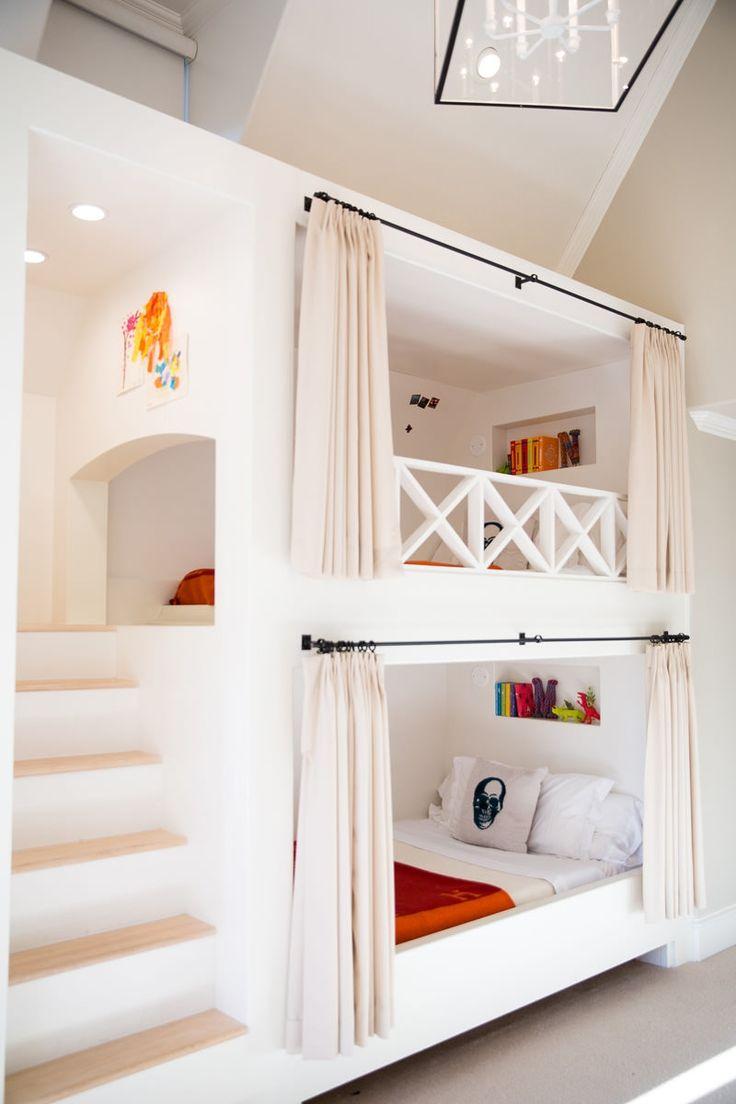 Детская для двоих детей с деревянной кроватью