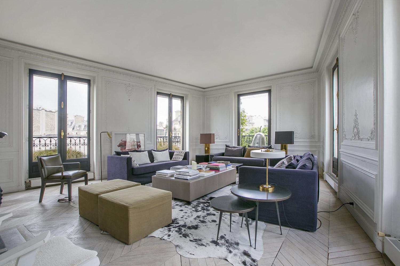 Однокомнатная квартира 40 кв м с диваном
