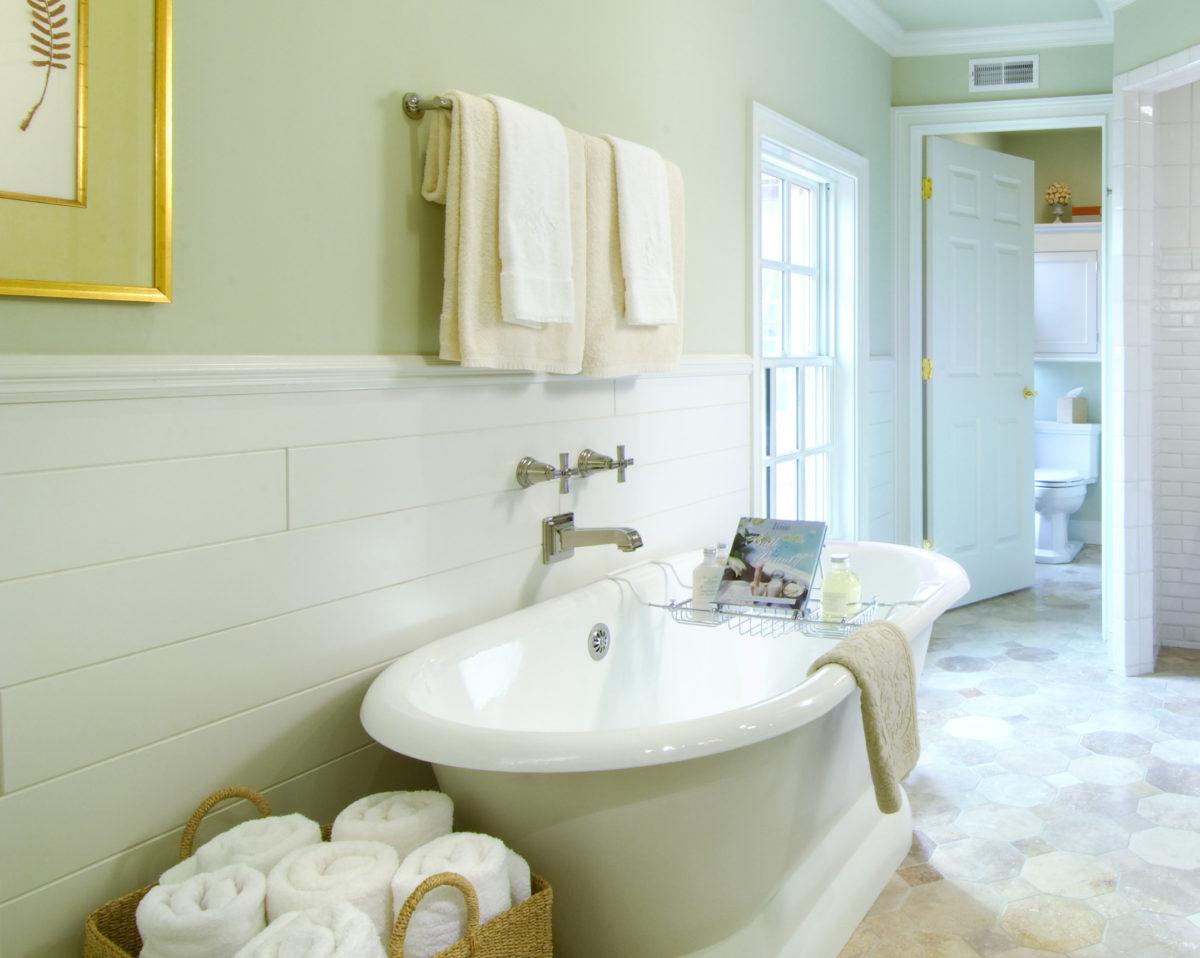 Ремонт туалета панелями в доме