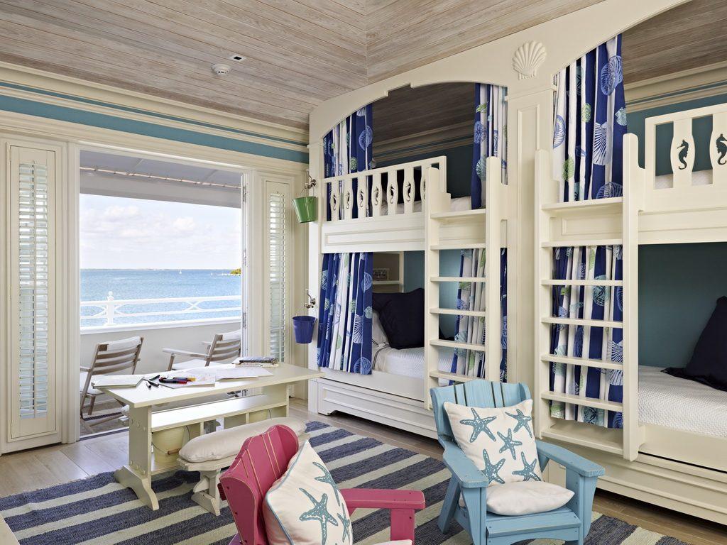 Детская в морском стиле с двухэтажной кроватью