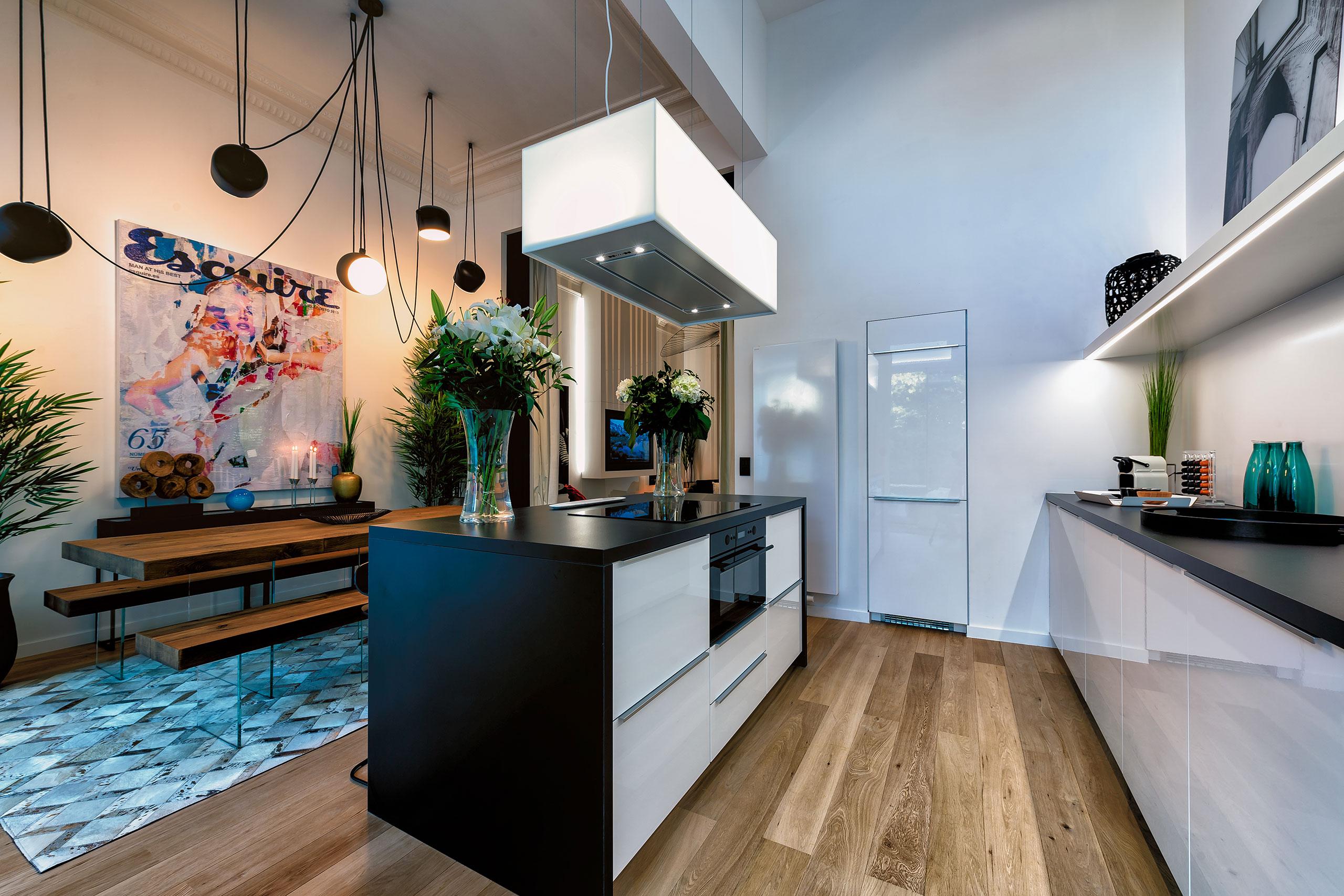 Дизайн кухни гостиной глянцевой