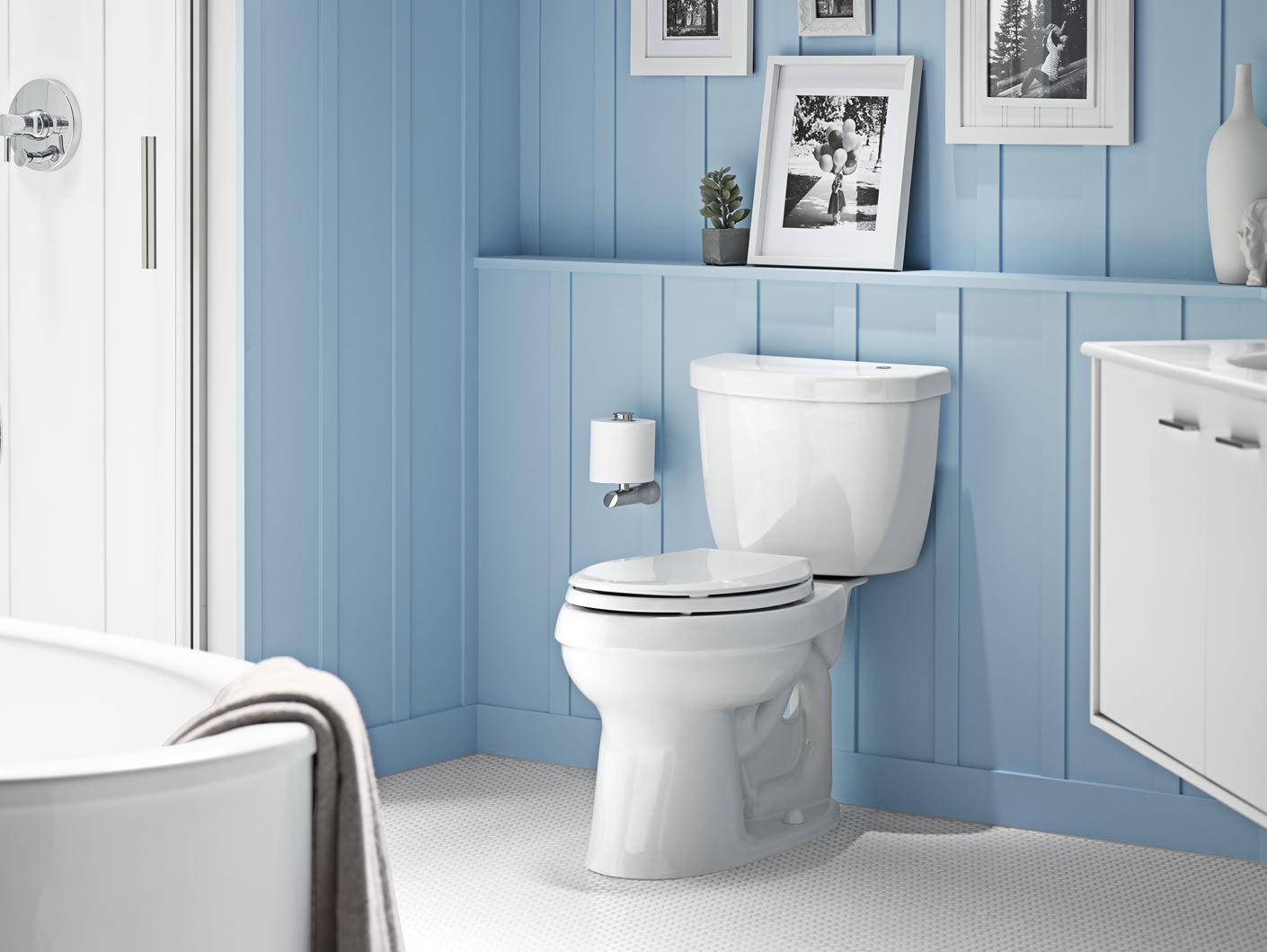 Ремонт туалета панелями голубыми