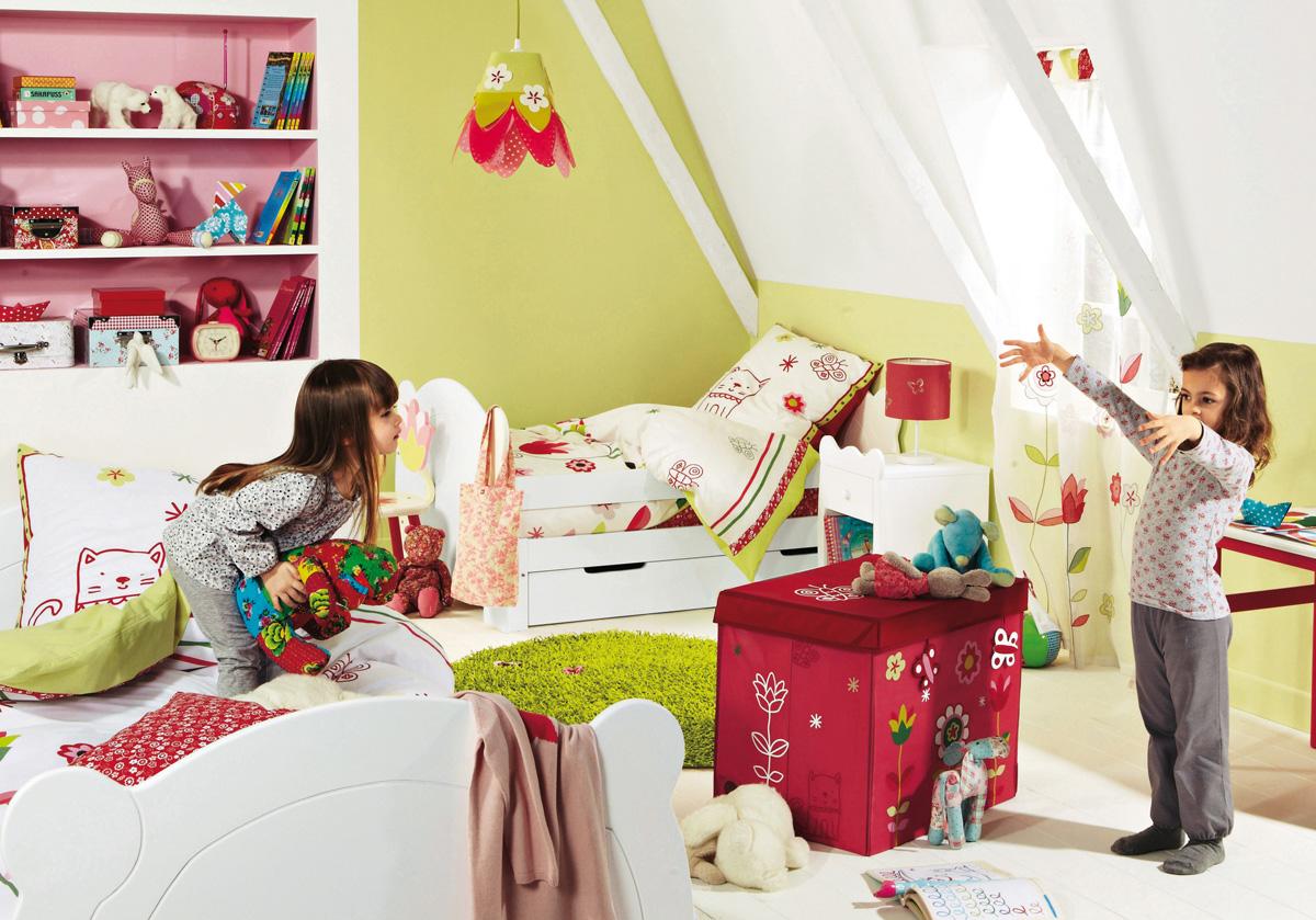Детская для двоих детей с игрушками