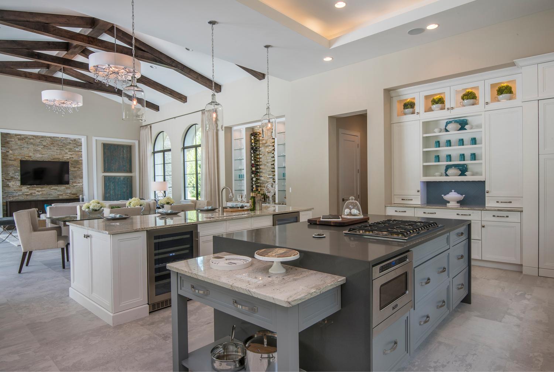 Дизайн кухни гостиной с каменными столешницами