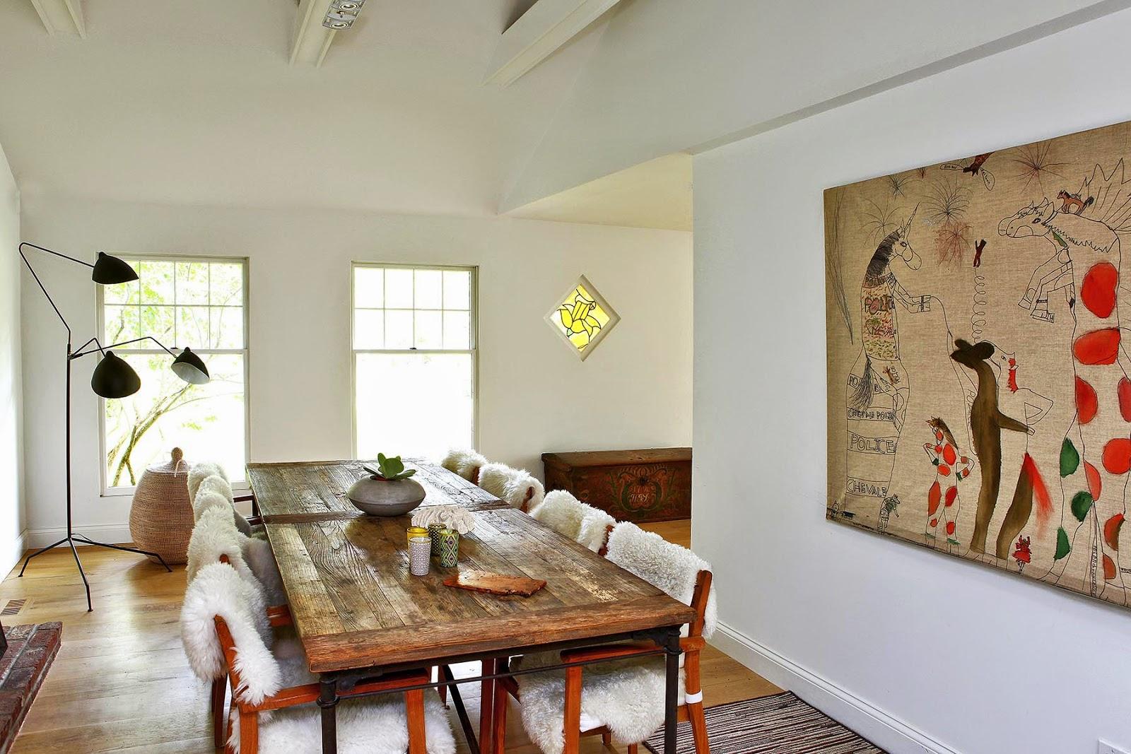 Дизайн кухни гостиной с картиной