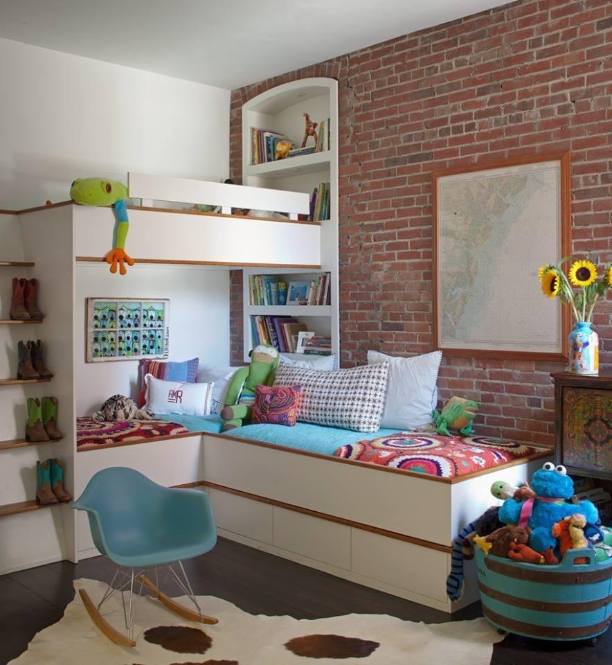 Детская для двоих детей с кирпичной стеной