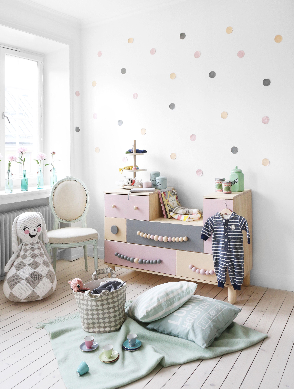 Декор детской комнаты с комодом