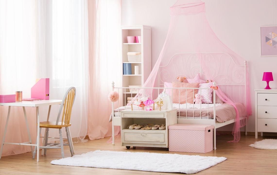 Планировка детской с кованой мебелью