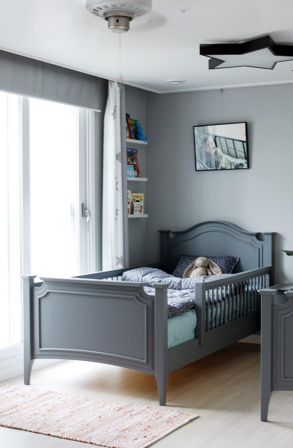 Декор детской комнаты с кроватью