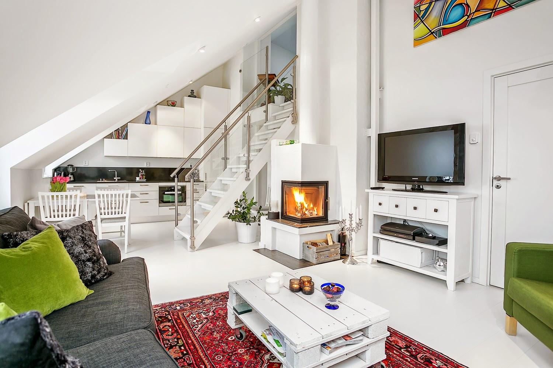Дизайн кухни гостиной на мансарде