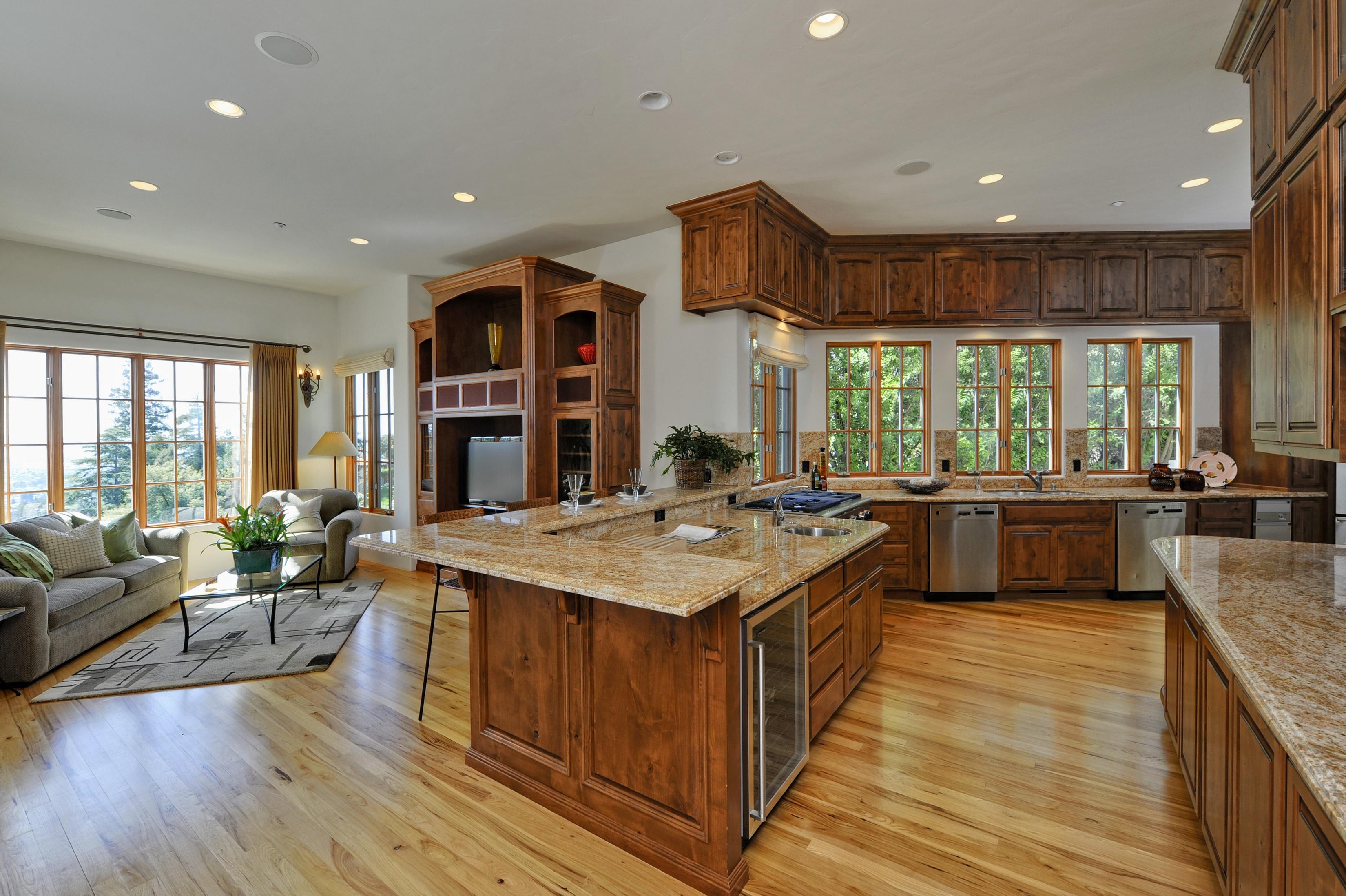 Дизайн кухни гостиной из массива