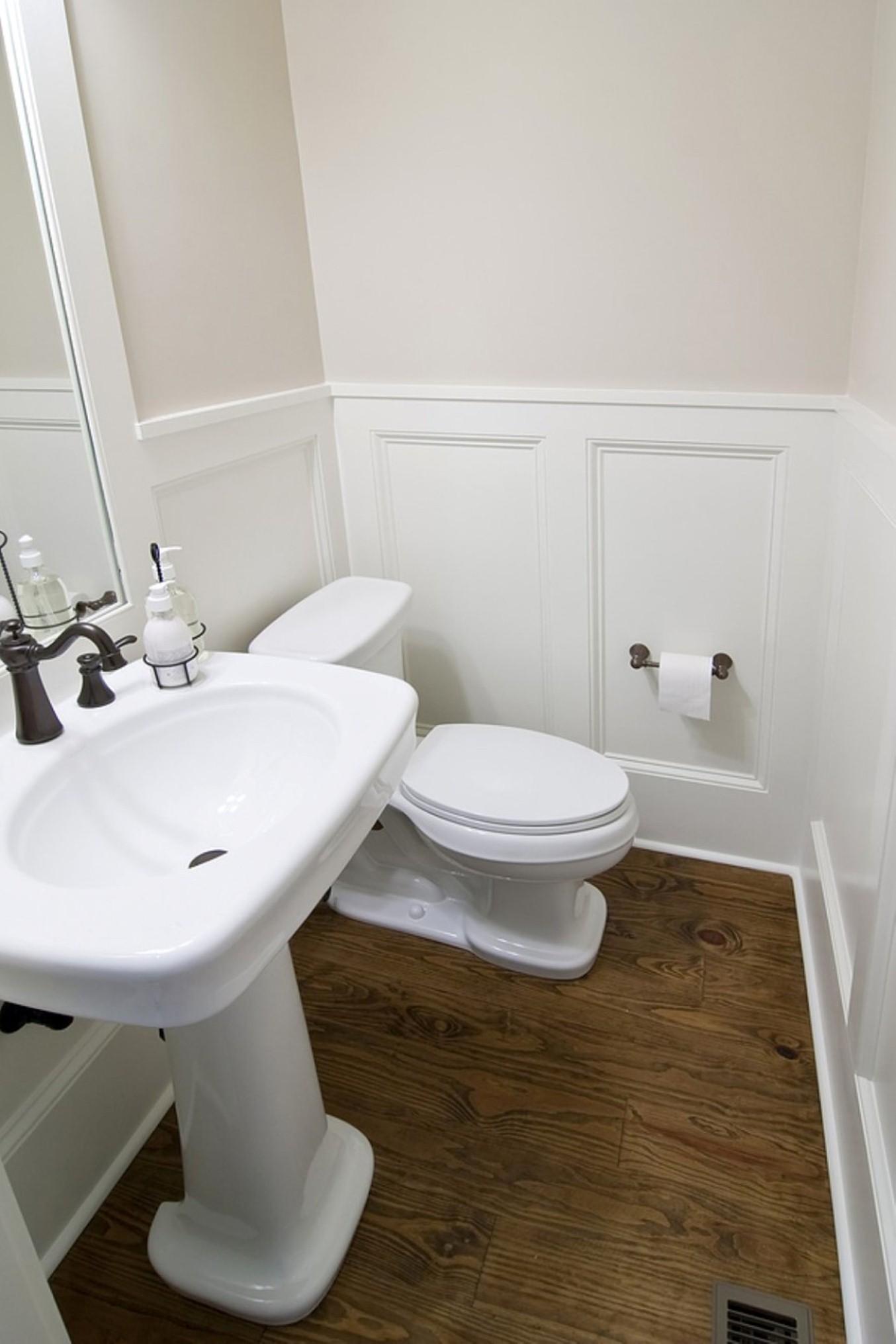 Ремонт туалета панелями МДФ