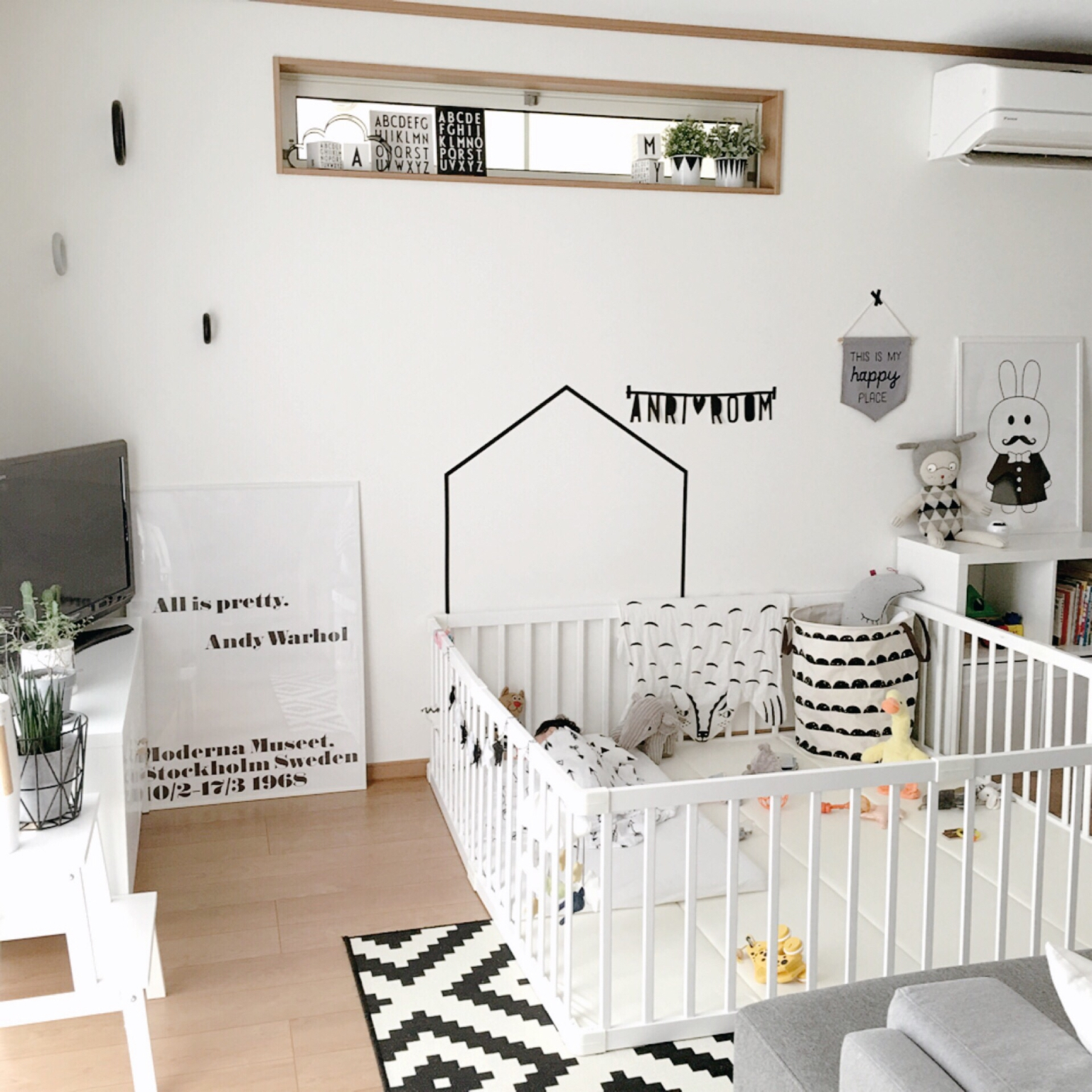 Декор детской комнаты монохромный