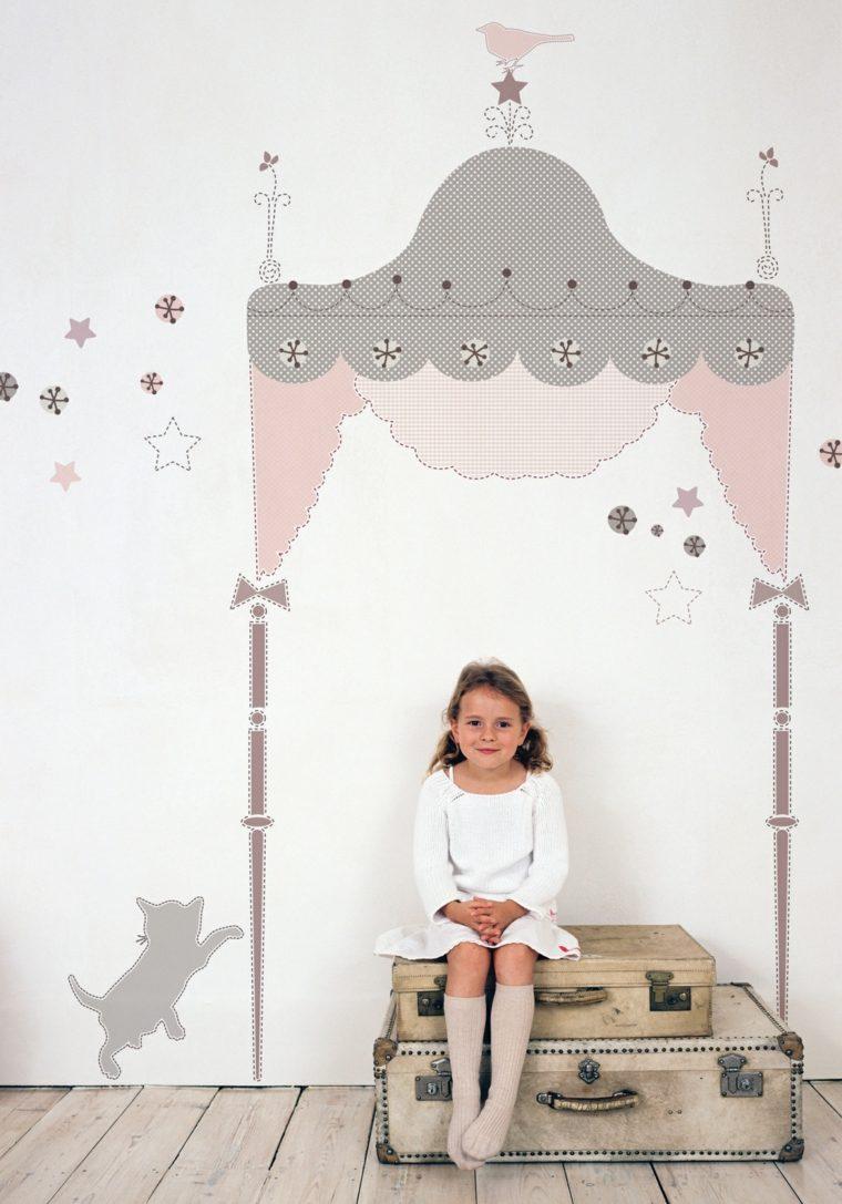 Декор детской комнаты наклейками