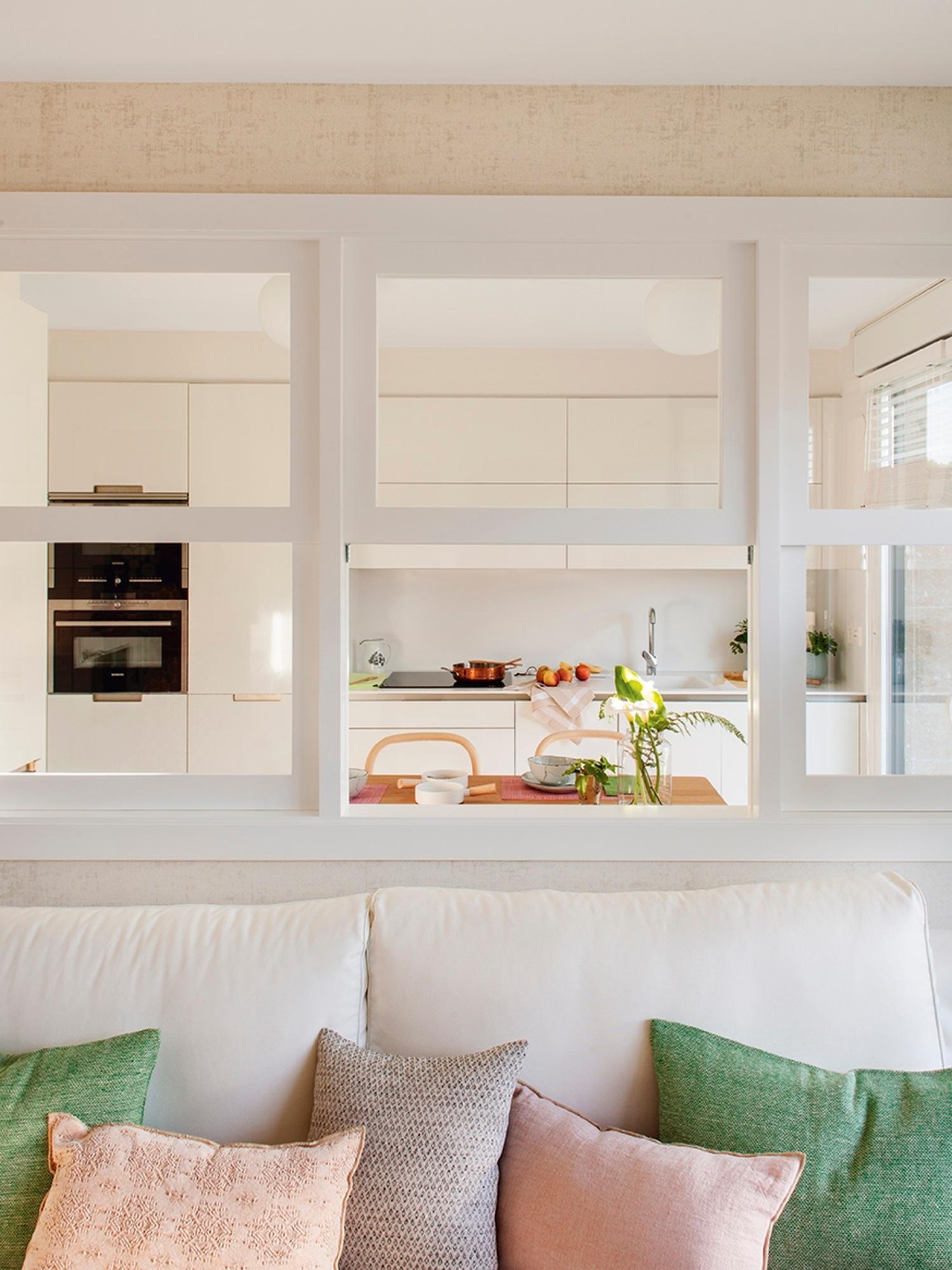 Дизайн кухни гостиной с окном