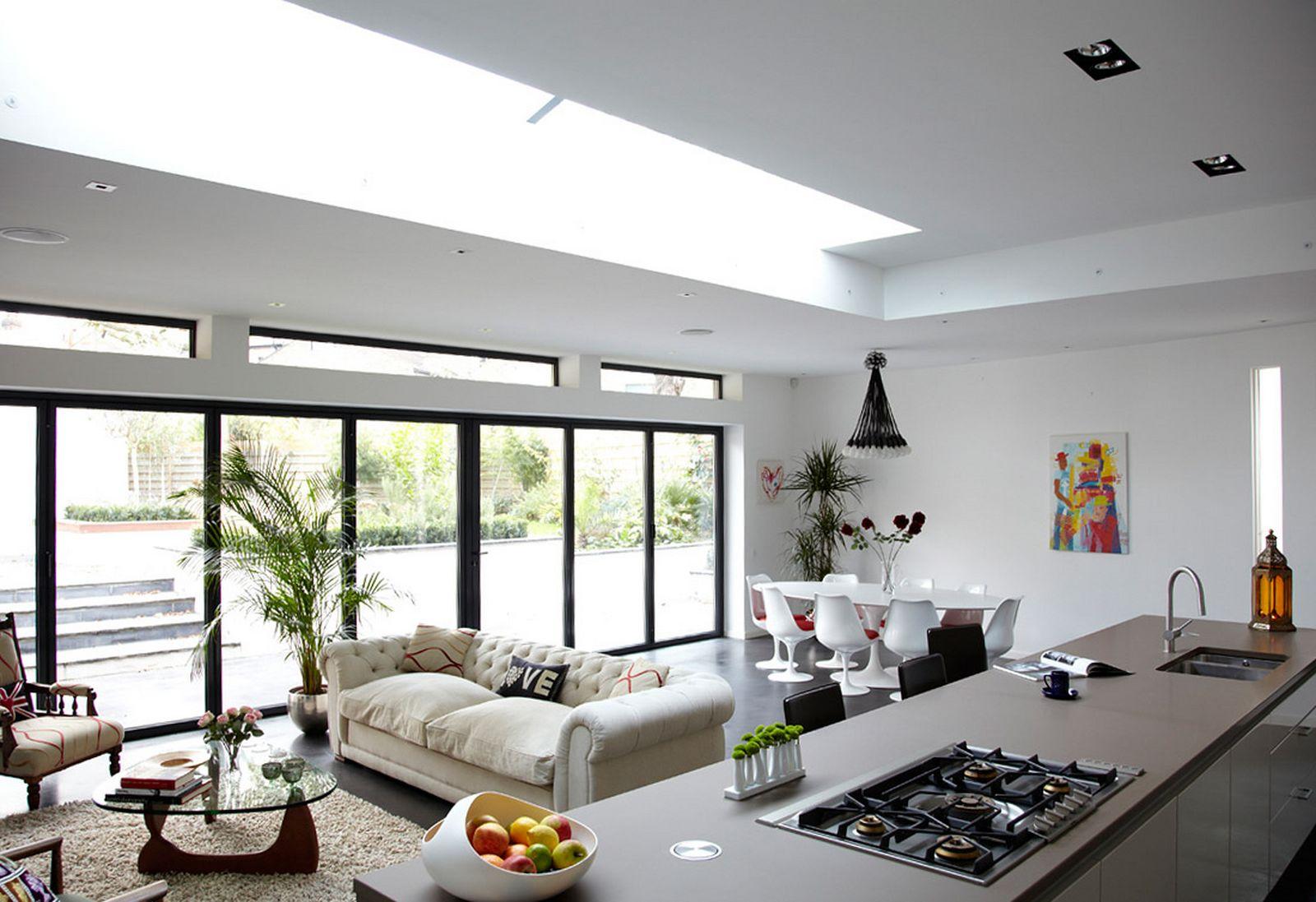 Дизайн кухни гостиной с панорамным окном
