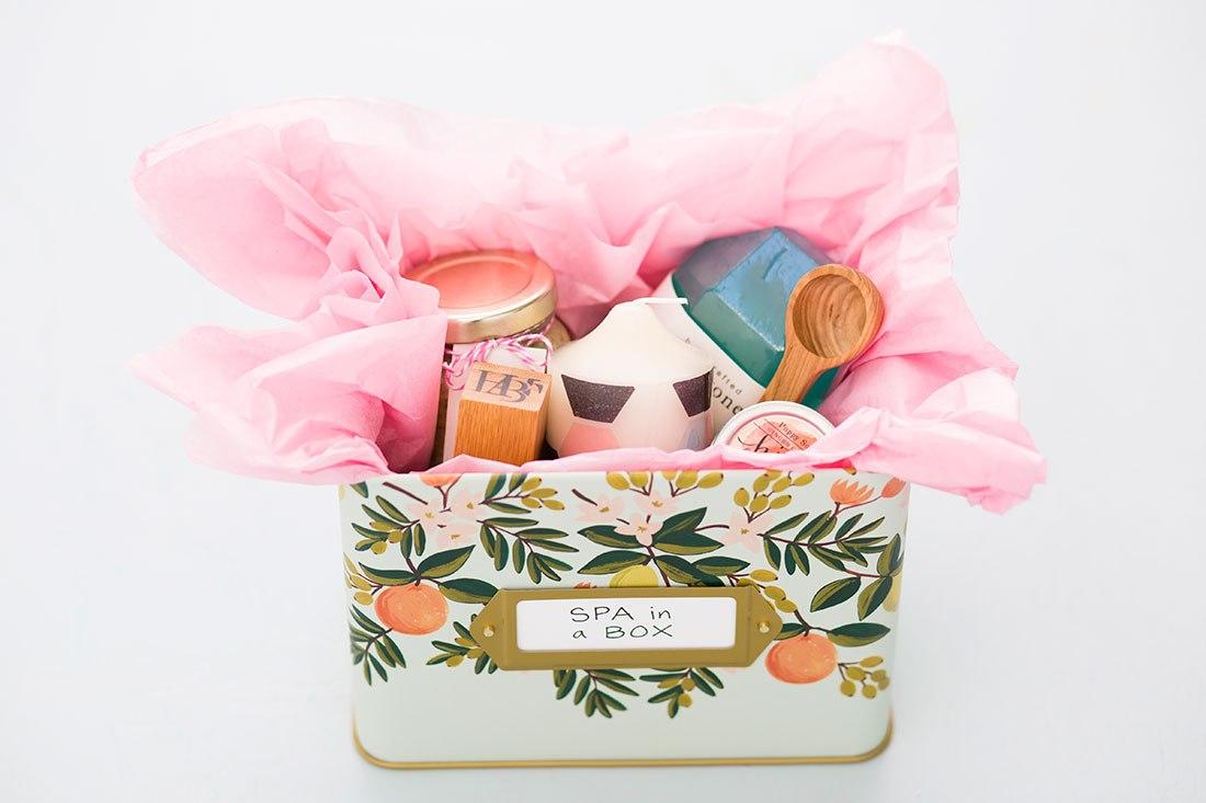 Подарок на 8 марта своими руками парфюмерный