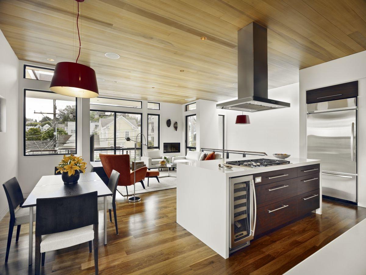 Дизайн кухни гостиной с деревянным полом