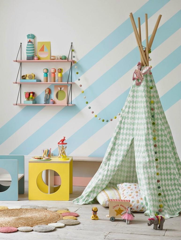 Декор полосатых стен детской комнаты