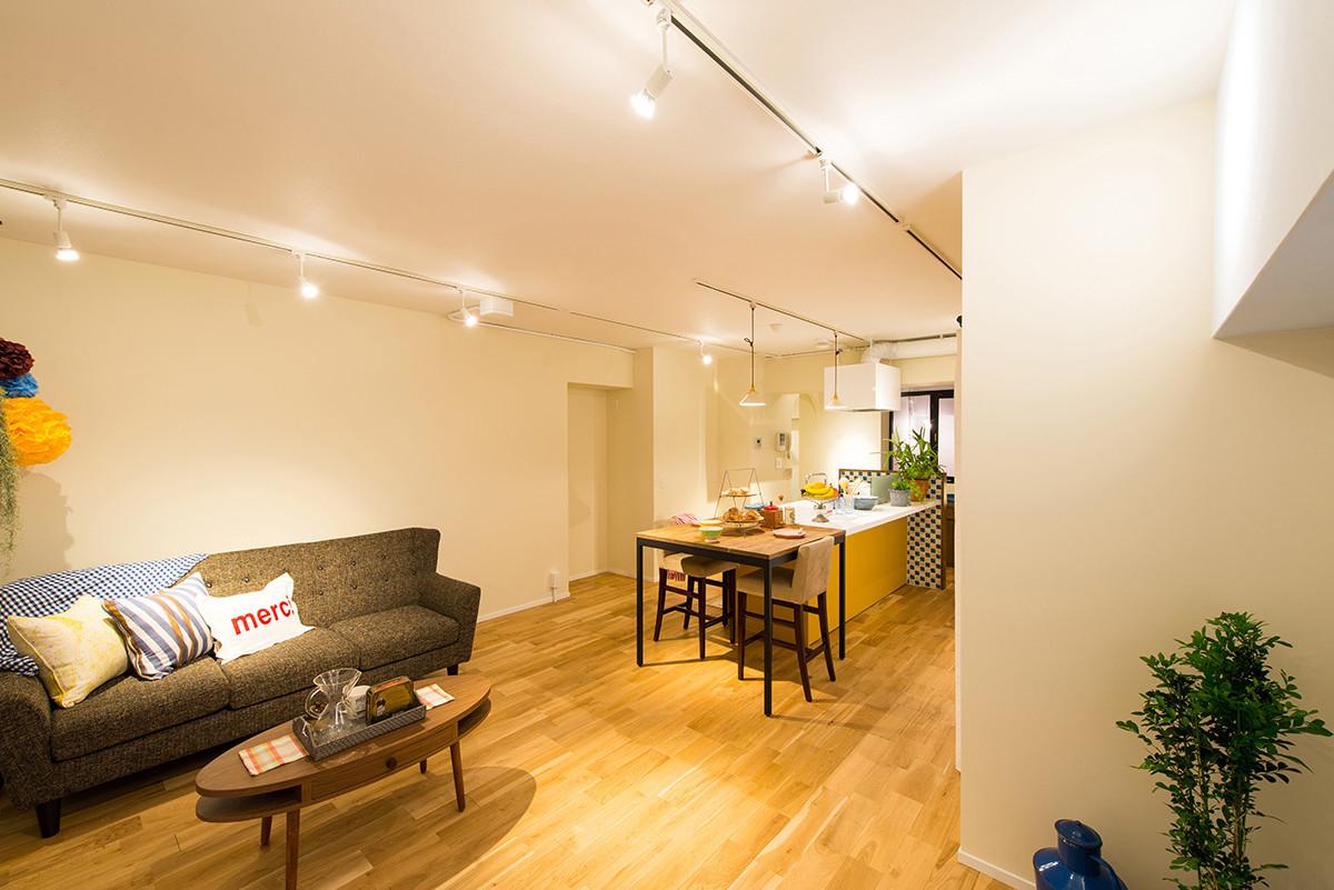 Идеи зонирования потолочными светильниками
