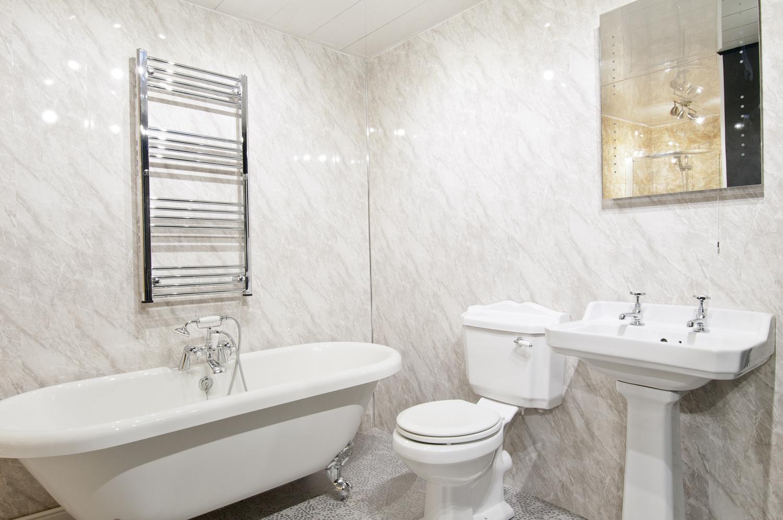Ремонт туалета панелями с принтом