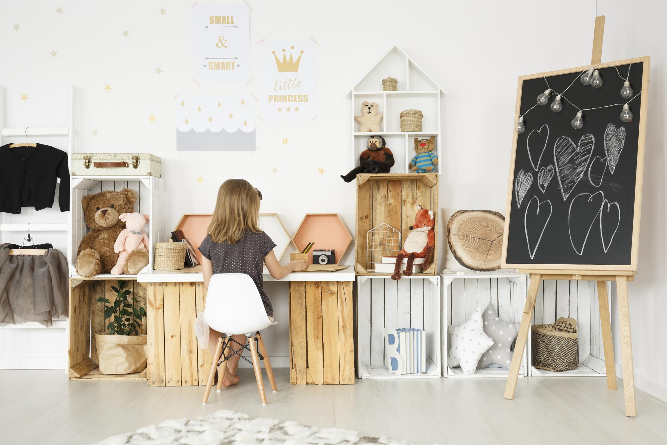 Планировка детской комнаты с рабочей зоной