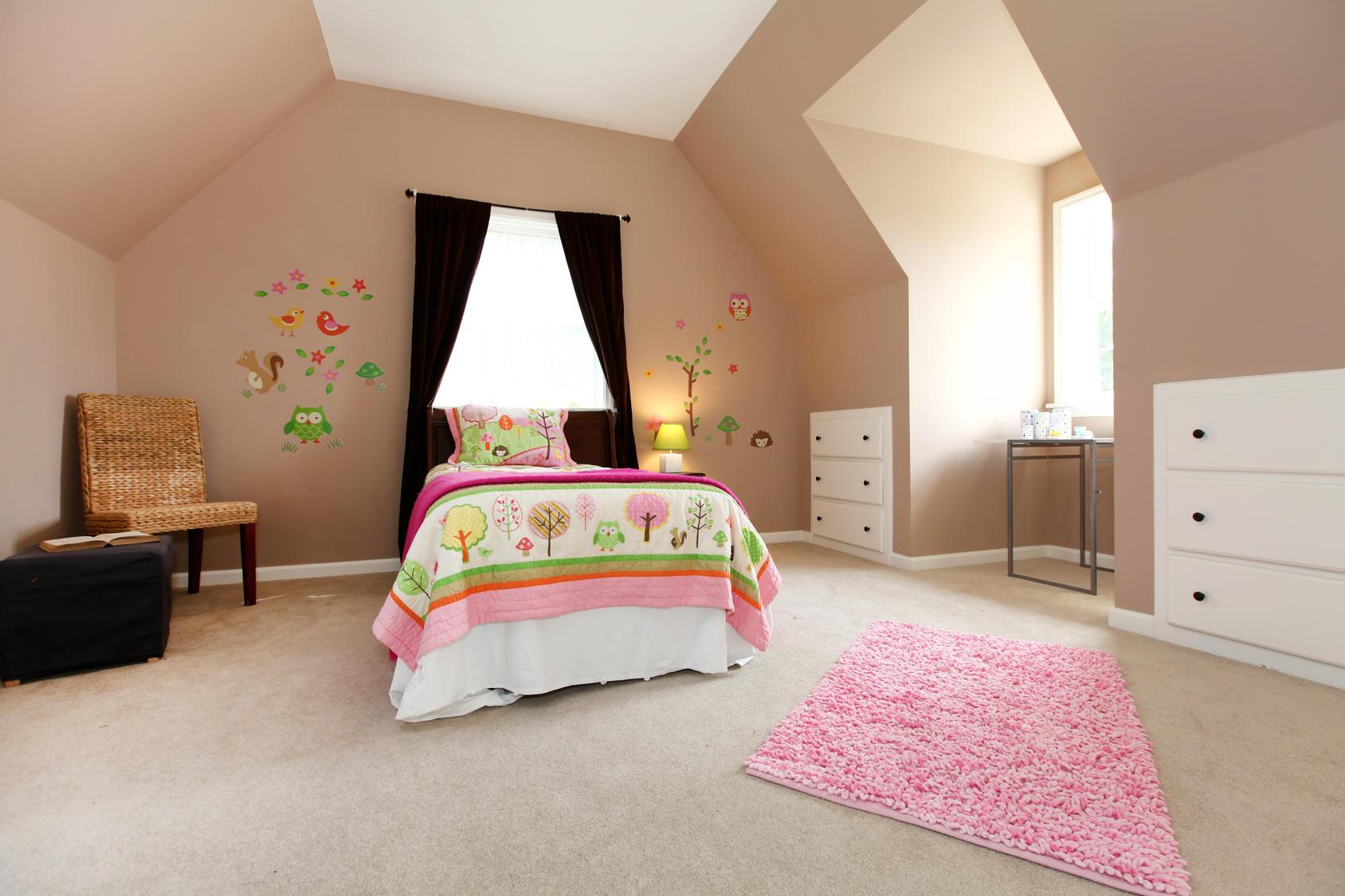 Декор стены рисунками детской комнаты